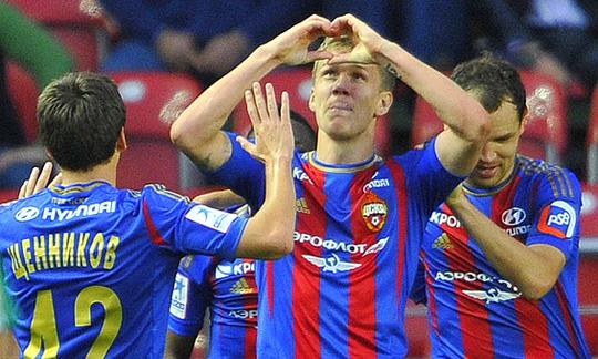 Футболисты ЦСКА празднуют гол в ворота Терека