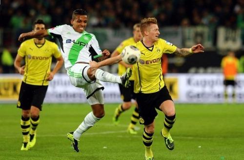 Первый полуфинальный матч Кубка Германии состоится в Дортмунде, где местная Боруссия примет Вольфсбург.