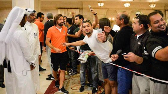 Пирло с арабскими болельщиками