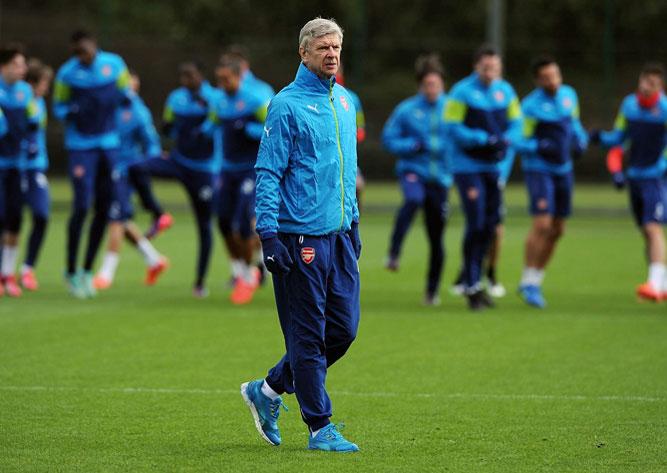 Арсен Венгер проводит тренировку Арсенала