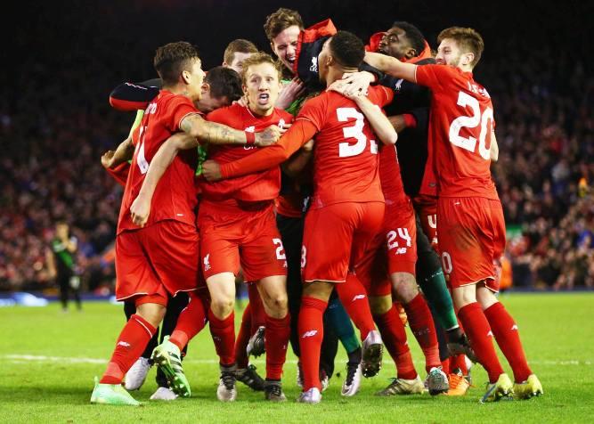 Ливерпуль празднует выход в финал Кубка Английской Лиги