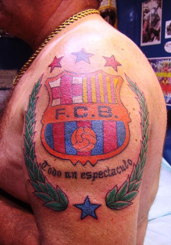 татуировка барселона с девизом