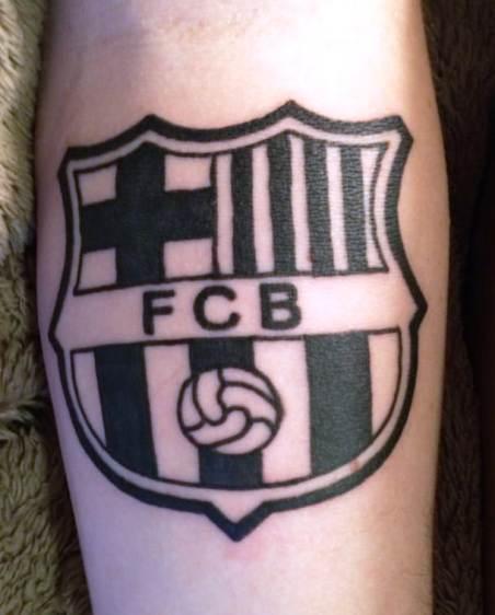 татуировка барселона черно белая