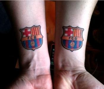 татуировка барселона на запястьях