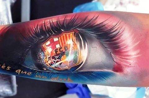 татуировка герб барселоны в зрачке