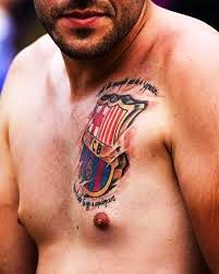 татуировка герб барселоны на груди
